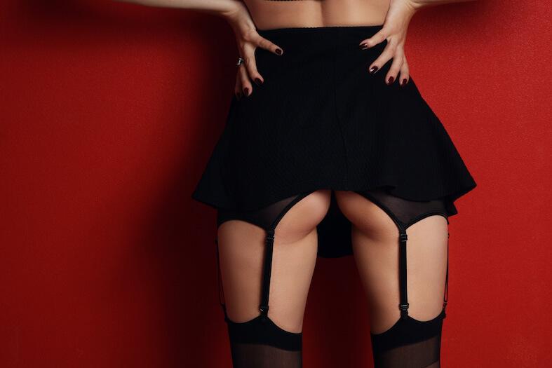 Stoute lingerie onder feestkleding