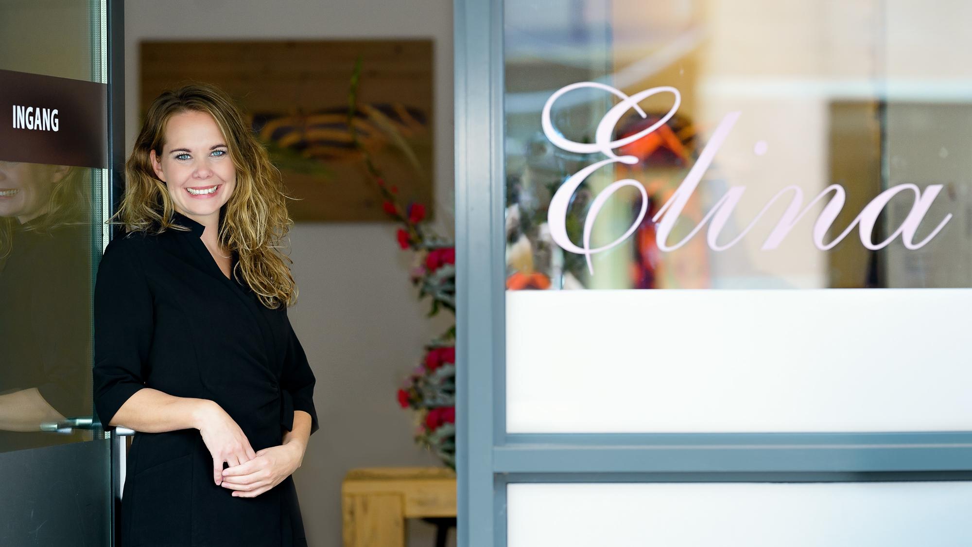 Elina voor haar salon